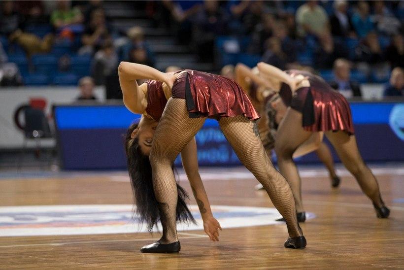 GALERII | Vägevad hüpped ja säravad neiud: Kalev/Cramo tantsutüdrukud ei jäta kedagi külmaks!