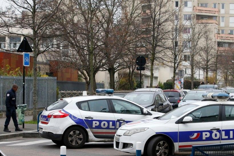 Ennast Islamiriigi võitlejaks kutsunud mees ründas Pariisis õpetajat
