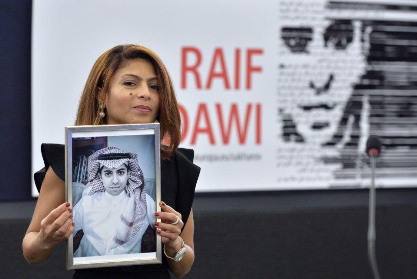 Saudi Araabia kuulsaima vangi Raif Badawi naine loodab  imele ja ootab meest koju