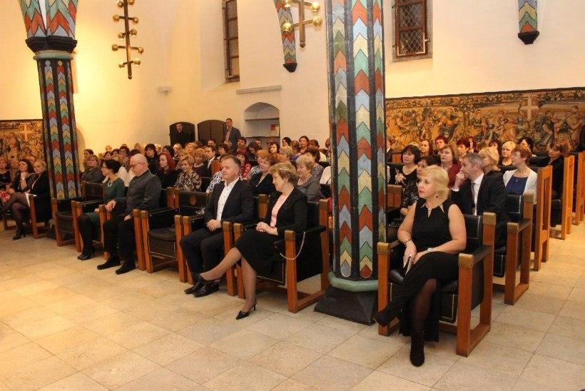 FOTOD | Raekojas tunnustati Tallinna parimaid arste ja õdesid