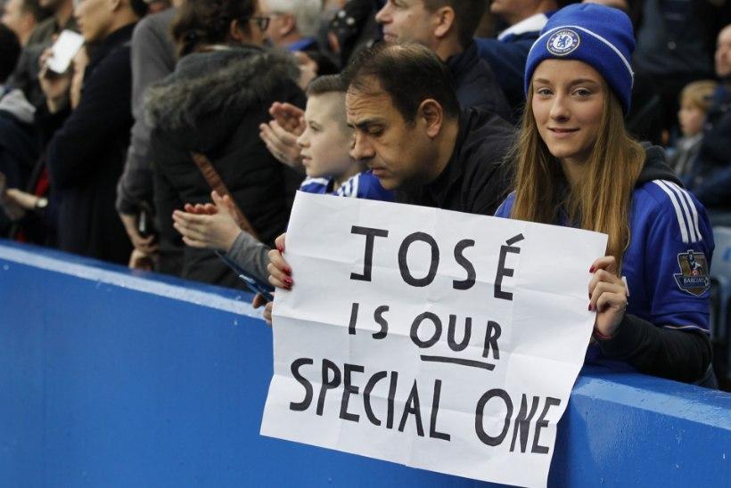 FOTOD | Chelsea fännid avaldasid vallandatud Mourinhole toetust ja sõimasid mängijaid
