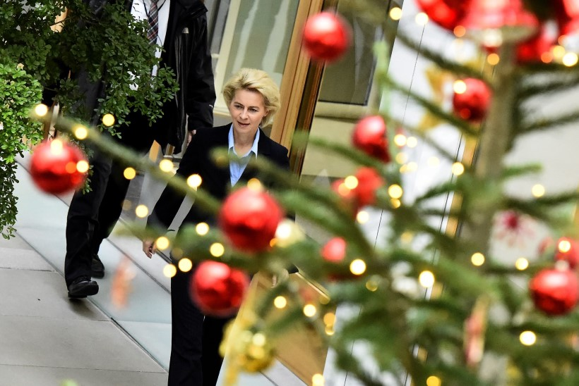 JÕULUJUTT: Saksa kaitseminister võttis koju noore Süüria põgeniku