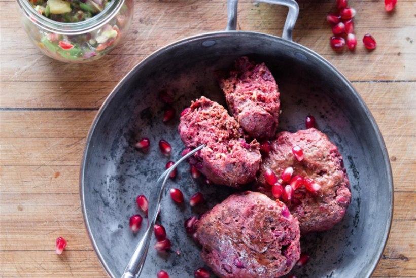 Chipotle-tšilli, peedi ja granaatõunaseemnetega veiselihakotletid