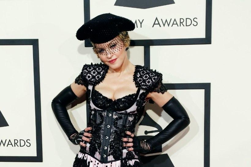 Madonna alandas poega sotsiaalmeediafotodega?