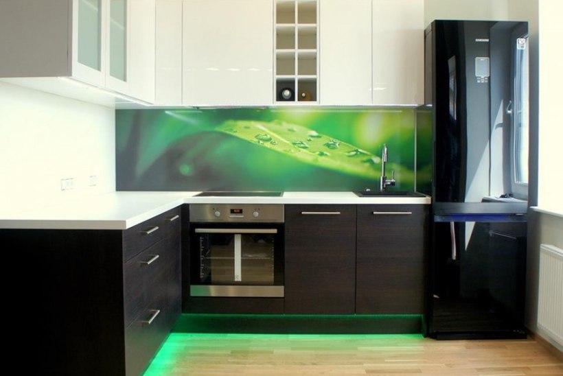 Fotoklaas köögi tagaseinale