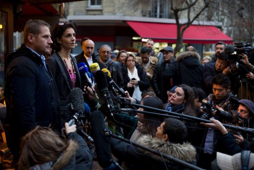 FOTOD | Pariisi terrorirünnaku ajal tapalavaks muutunud kohvik avas uuesti uksed