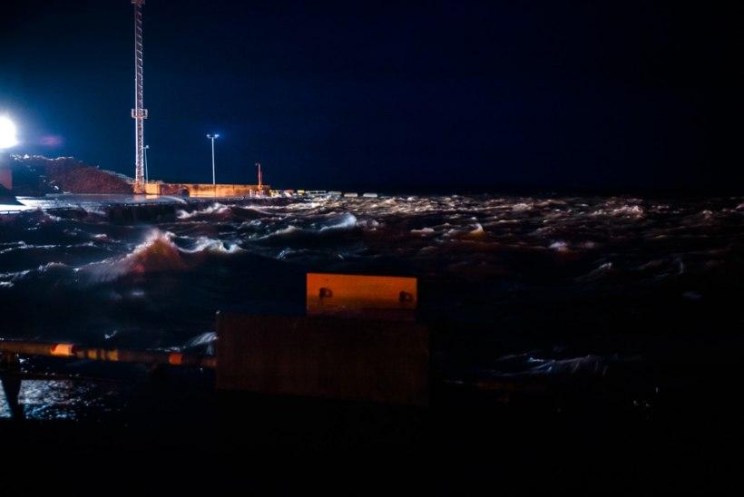 GALERII | Sügistorm uputab Läänemaad