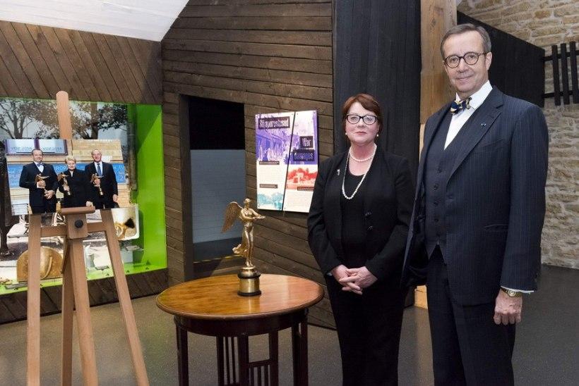 PILTUUDIS: president Ilves andis ajaloomuuseumisse hoiule Kuldse Victoria auhinna