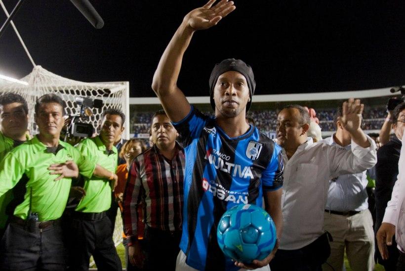TEETE NALJA VÕI? Ronaldinho läheb Aafrikasse