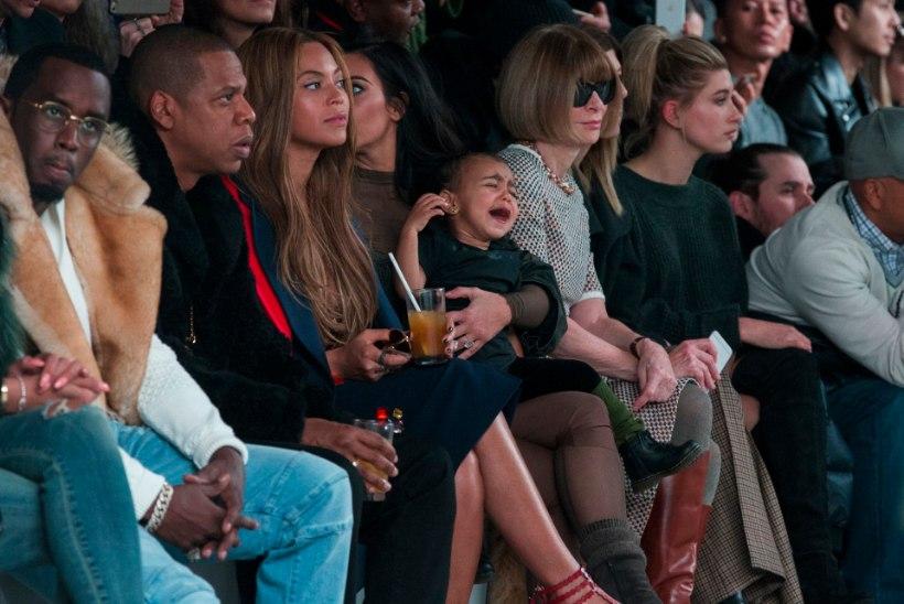 Kim Kardashiani tütar kriiskas kahel moešõul nutta
