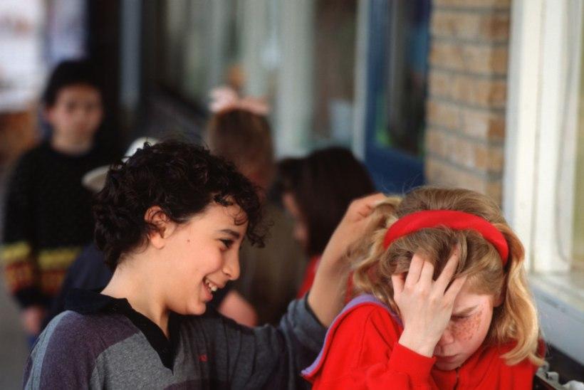 Koolikiusu põhjus: odavad riided ja mannetud nutiseadmed!