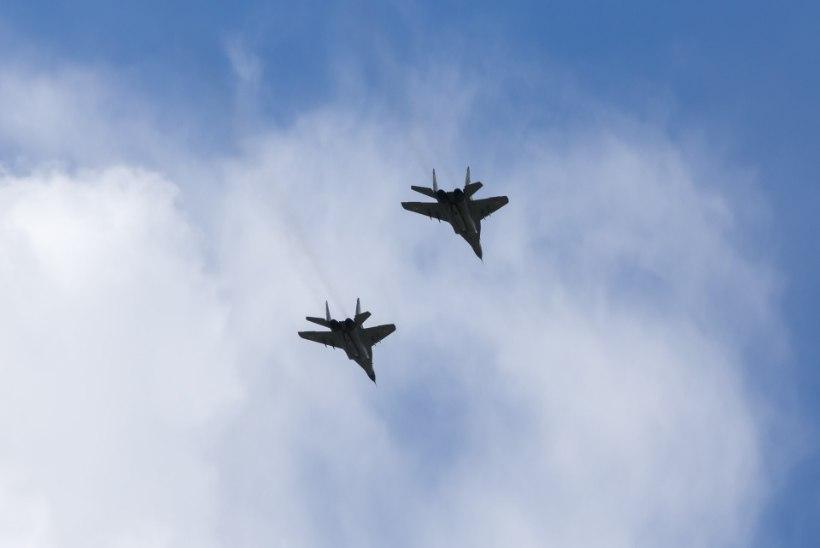 Hispaania õhuväelased tervitavad Eestit sünnipäeval ülelendudega Eesti linnade kohal