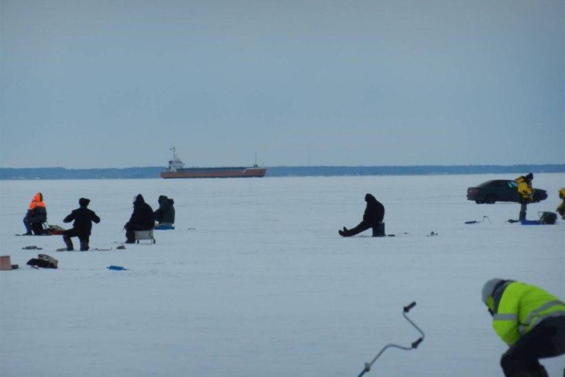 Pärnu lahel vajusid kalamehed ATVga läbi jää