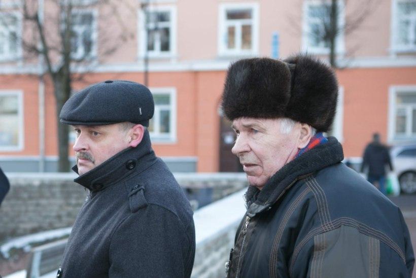 Narvakas peo eel: täna tähistame  Nõukogude armee, homme vabariigi aastapäeva!