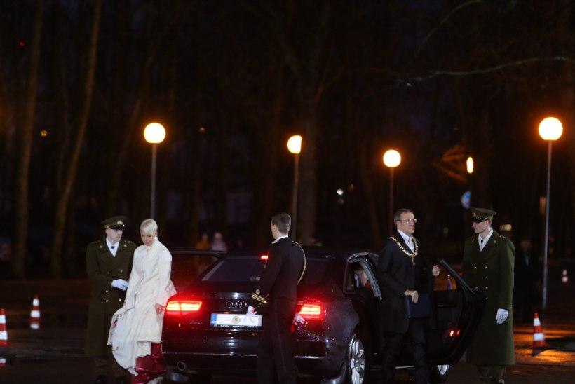 FOTOD: presidendipaar saabus Jõhvi kontserdimajja
