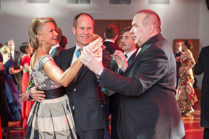GALERII: vaata, kuidas presidendi vastuvõtu tantsupõrandal jalga keerutati