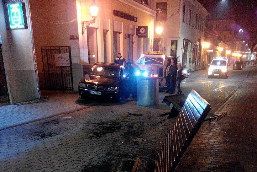 AVARII TARTUS: kas baarist välja visatud purjus mees tuli autoga õiglust nõudma?