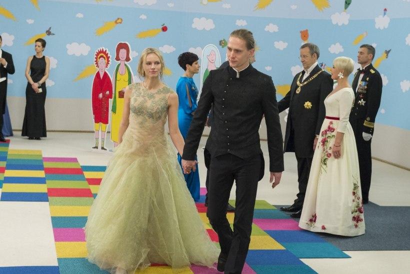 """ÕHTULEHE VIDEO: Kristiina Ehini kleit sündis loengust """"Vetelkõndimine"""""""