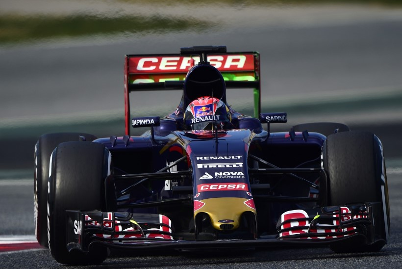 GALERII: Nico Rosberg edestas järgnevaid enam kui sekundiga