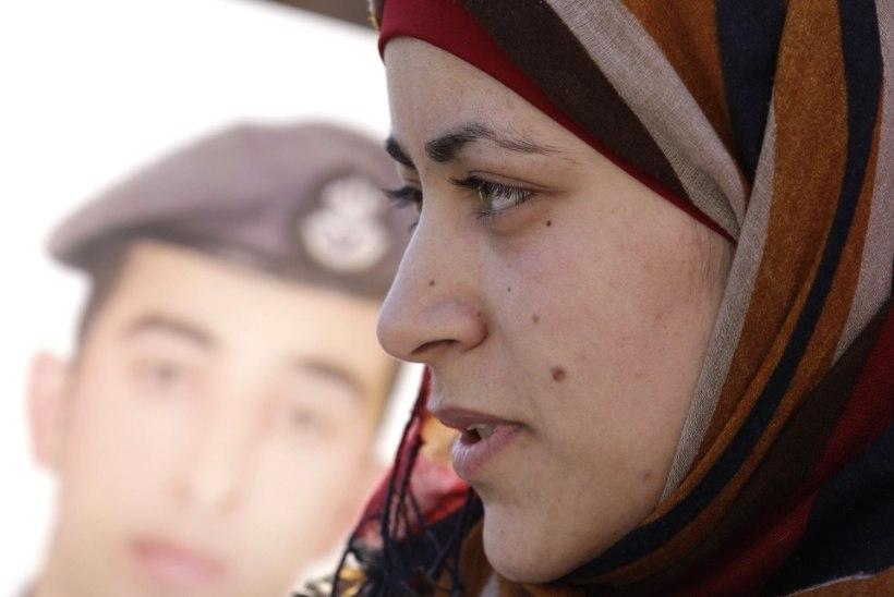 JÄRJEKORDNE VÕIGAS MÕRV: ISIS avaldas fotod Jordaania piloodi elusalt põletamisest