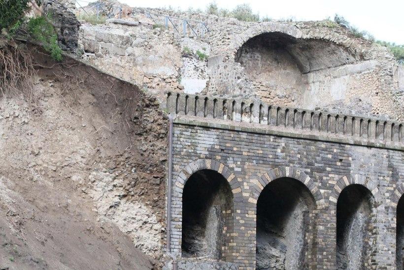 PILTUUDIS: iidne Pompei müür varises vihma tõttu kokku