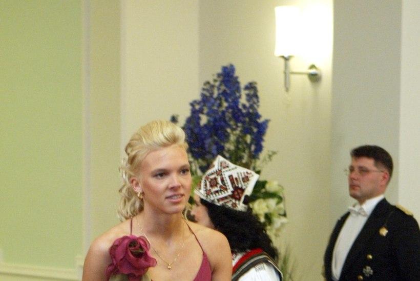 PRESIDENDIBALLI GALERII | Kätlemine ja kleidid aastal 2006