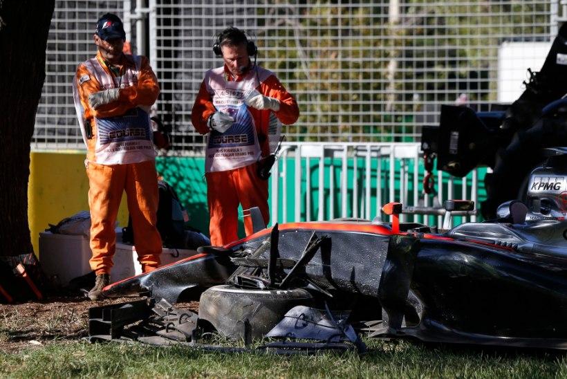 """GALERII: Seina sõitnud ja vigastada saanud Alonso asendaja Kevin Magnussen kordas hispaanlase """"trikki"""""""
