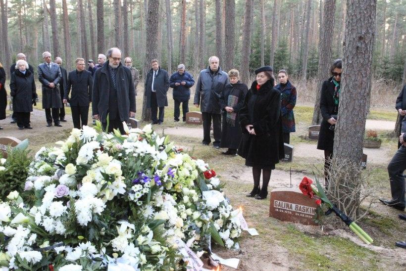 GALERII JA TV3 VIDEO: Eino Baskini saatmine viimsele teele Estoniast Metsakalmistule