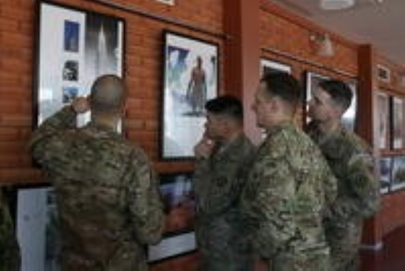 GALERII: Tapa sõjaväelinnakus avati Ameerikat tutvustav fotonäitus
