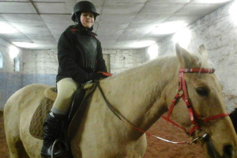 Lastefond tasub liigeshaige tüdruku ratsutamistreeningute eest