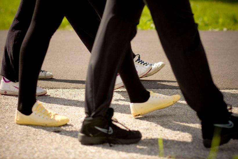 Ei jaksa joosta? Ära heida meelt: Kõndimine on sama efektiivne treening!