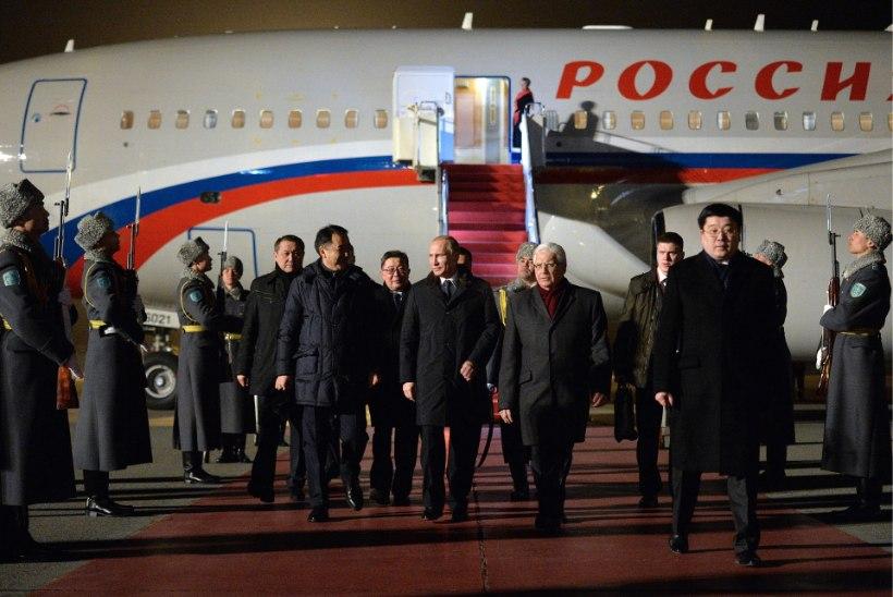 Putini angaaris on lennukeid nagu sipelgaid pesas