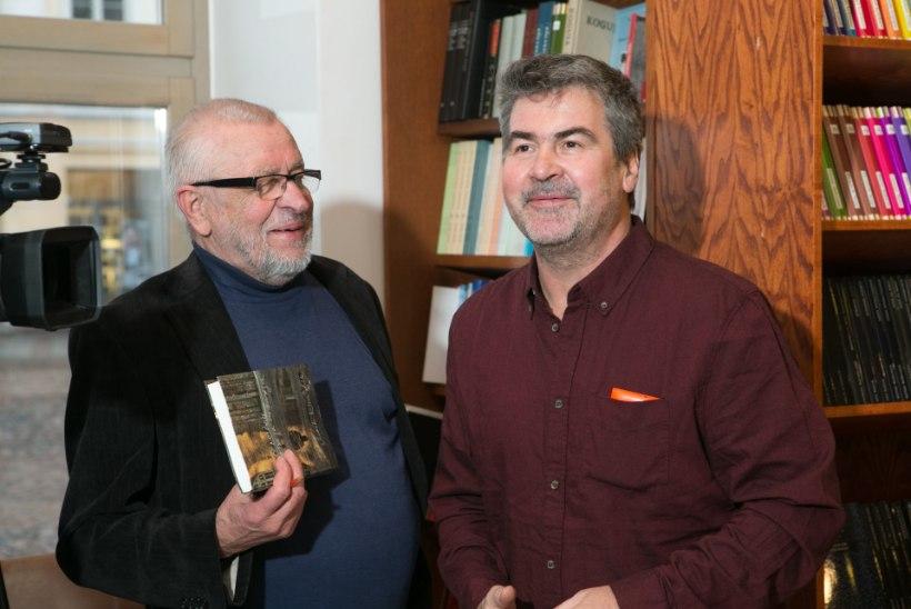 GALERII: Mart Kivastik esitles Tartus äsjailmunud novellikogu