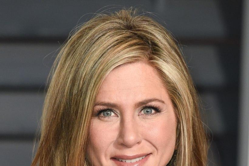 Aniston viimistleb juukseid higiga