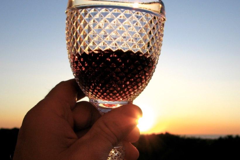 Ohhooo! Punase veini joomine kaitseb ka valulike liigesehaiguste eest!