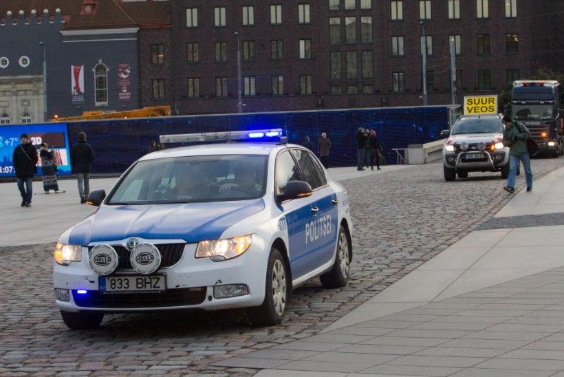 Tartu kesklinnas luksusmaasturiga kihutanud mees pandi nädalaks arestimajja
