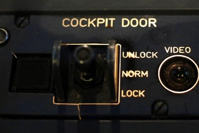 LOE: kolm võimalust, kuidas lukustada või avada lennuki kokpiti ust