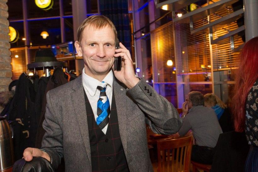 Arne Niit: trikoloori kandmine on turvaline, kuid kunstilises mõttes  primitiivne valik