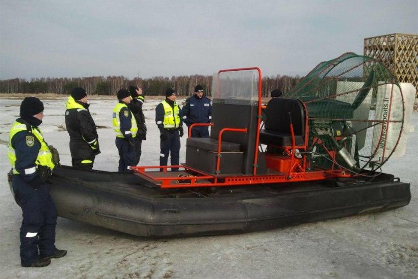 Politsei katsetab Pärnu lahel hüdrokopterit