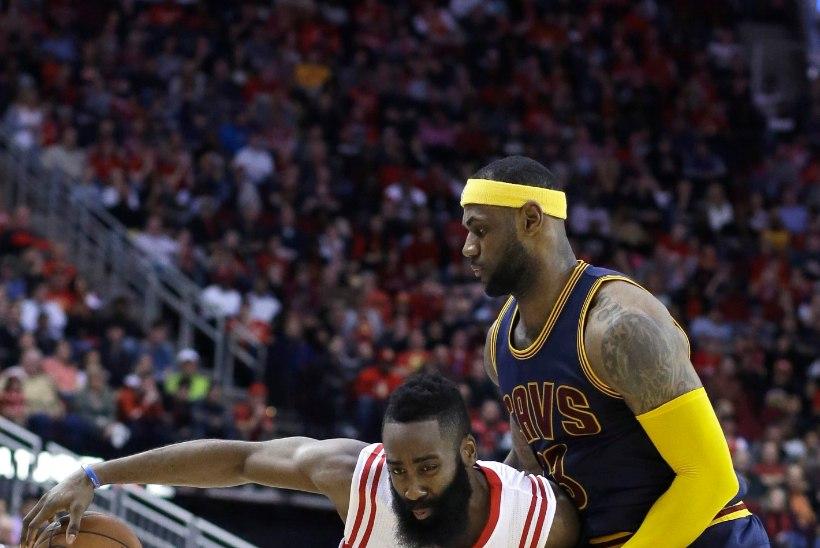 VIDEO | AI! Rocketsi staar sai LeBronile hella kohta äsamise eest mängukeelu