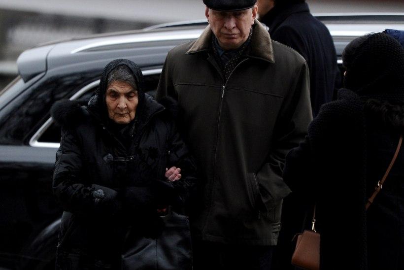 GALERII: Moskvas maetakse mõrvatud Boriss Nemtsovi