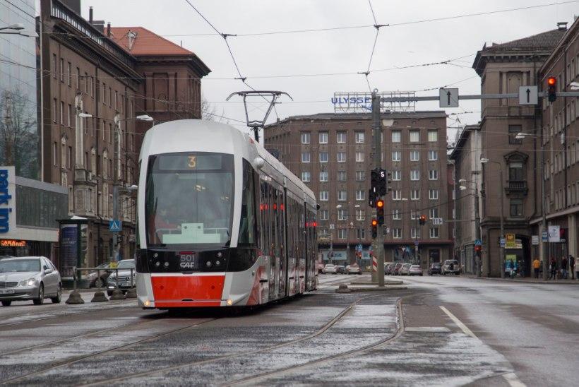 GALERII: tramm Moonika saadeti pidulikult liinile