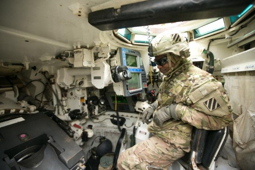 USA sõdurid tutvustasid supertanki Abrams