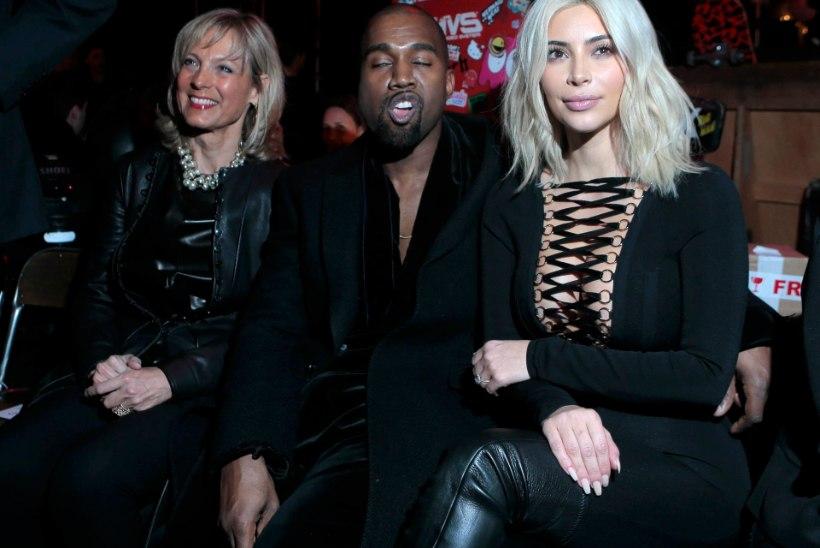 FOTOD: juuksed blondiks värvinud Kim Kardashian näitas Pariisi moenädalal kurve ja dekolteed
