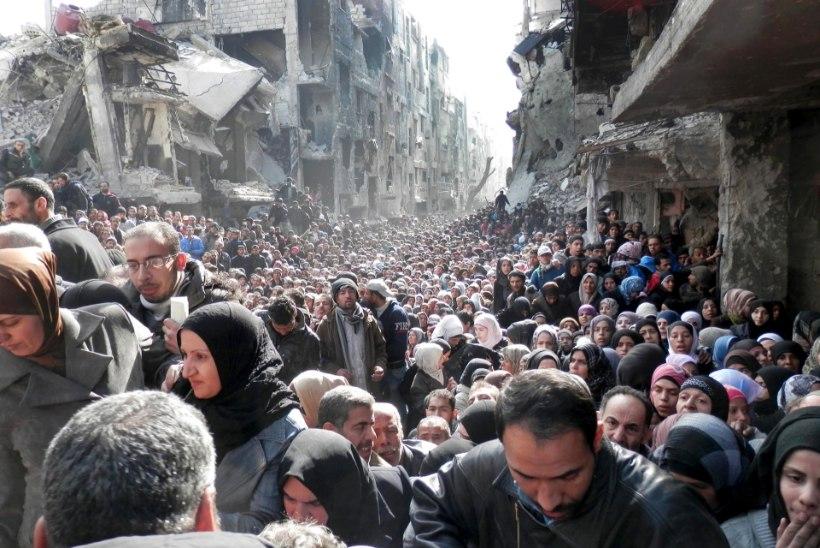 Islamiriigi terroristid tungisid Damaskuses põgenikelaagrisse
