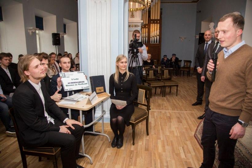 GALERII: Gustav Adolfi gümnaasiumis toimus vanakooli mälumäng