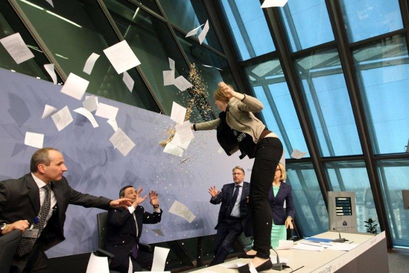 FOTOD: protestiv naine ründas Euroopa Keskpanga juhti Mario Draghit
