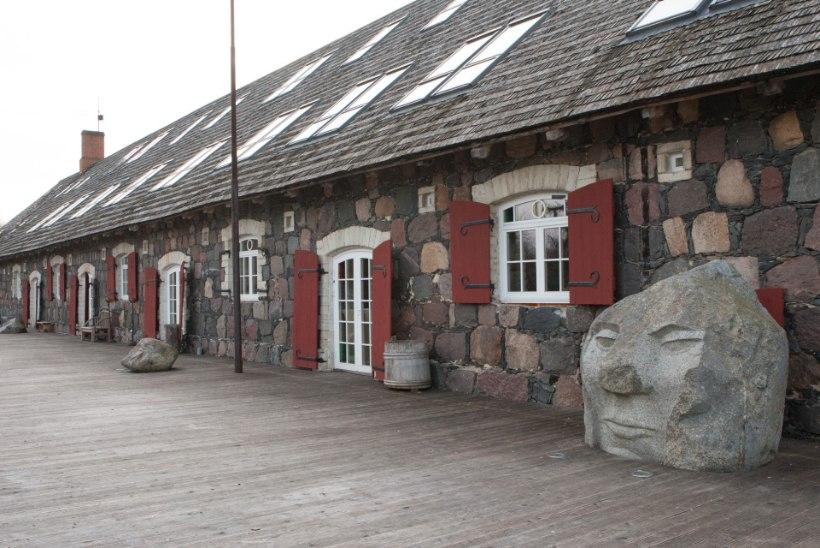 FOTOD: Tauno Kangro graniitvilla pandi enampakkumisele alghinnaga 613 550 eurot