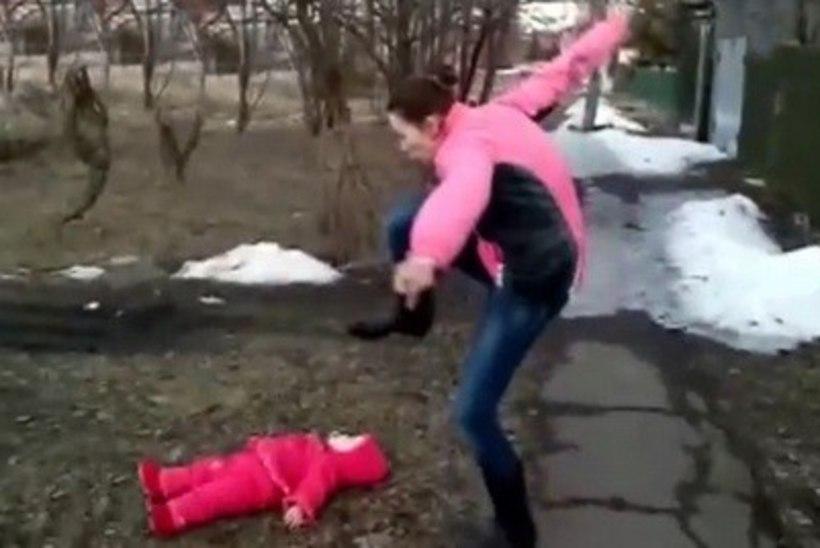 ŠOKEERIV VIDEO: ema ähvardas oma beebi ära tallata