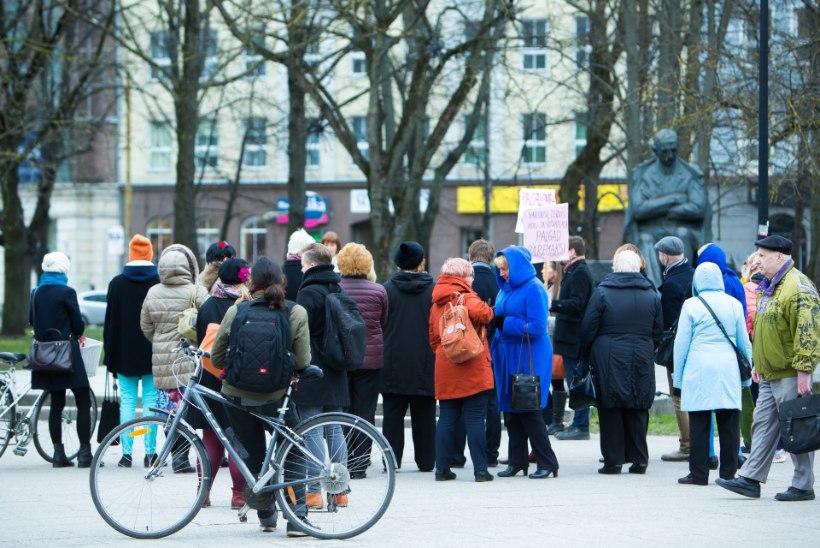 GALERII: Tallinnas toimus palgalõhe vastane meeleavaldus